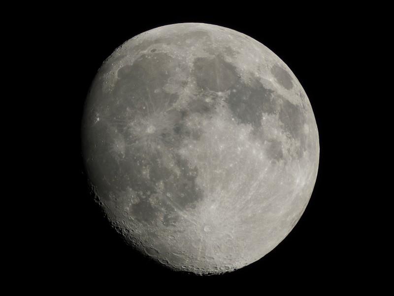 月齢12.8の月(オートホワイトバランス)