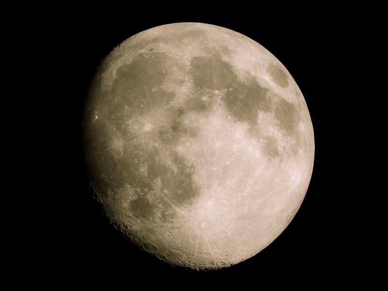 月齢12.8の月(幻想的な仕上げ)