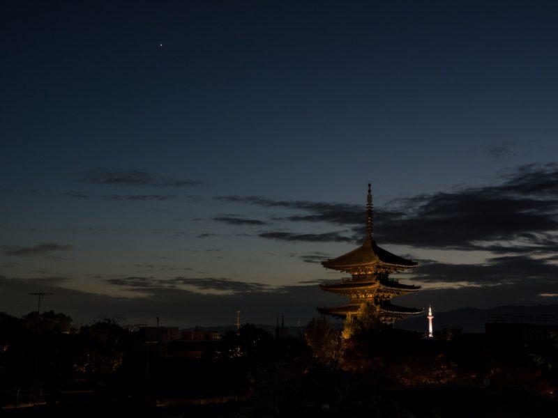 高台寺から見える清水寺三重塔