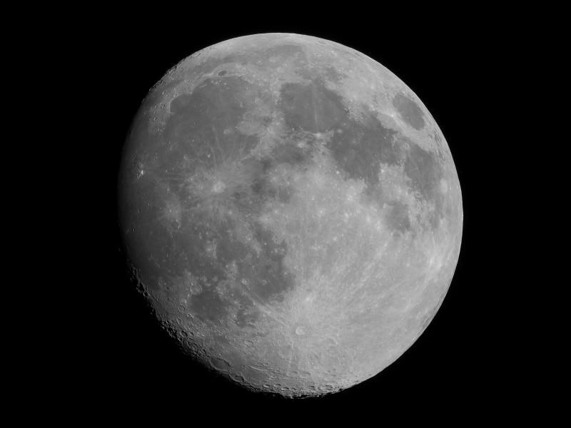 月齢12.8の月(モノクロ)